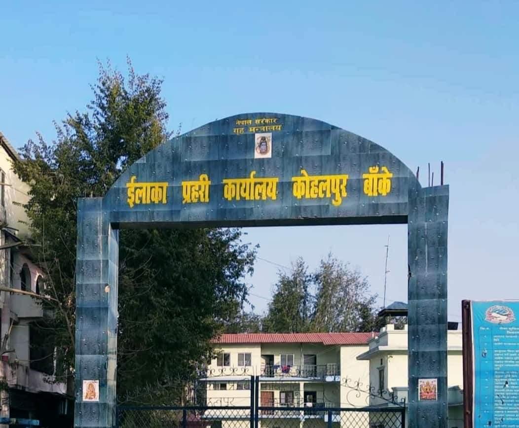 कोहलपुरबाट प्रहरीले १२ किलो चरेशसहित एक जना पक्राउ