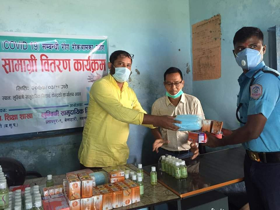 लुम्बिनी सामुदायिक अध्यन केन्द्र प्रतापपुरद्वारा स्वास्थ सामाग्री बितरण