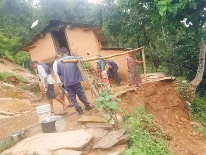 सल्यानमा पहिरो जादा ३० घर परिवार विस्थापित