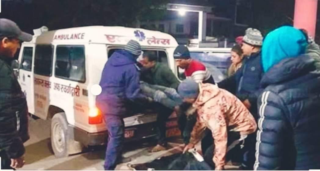 सुत्केरी महिलाले एम्बुलेन्स नपाएपछि पछी तुलसीपुर अस्पतालमा छट्पटिदै