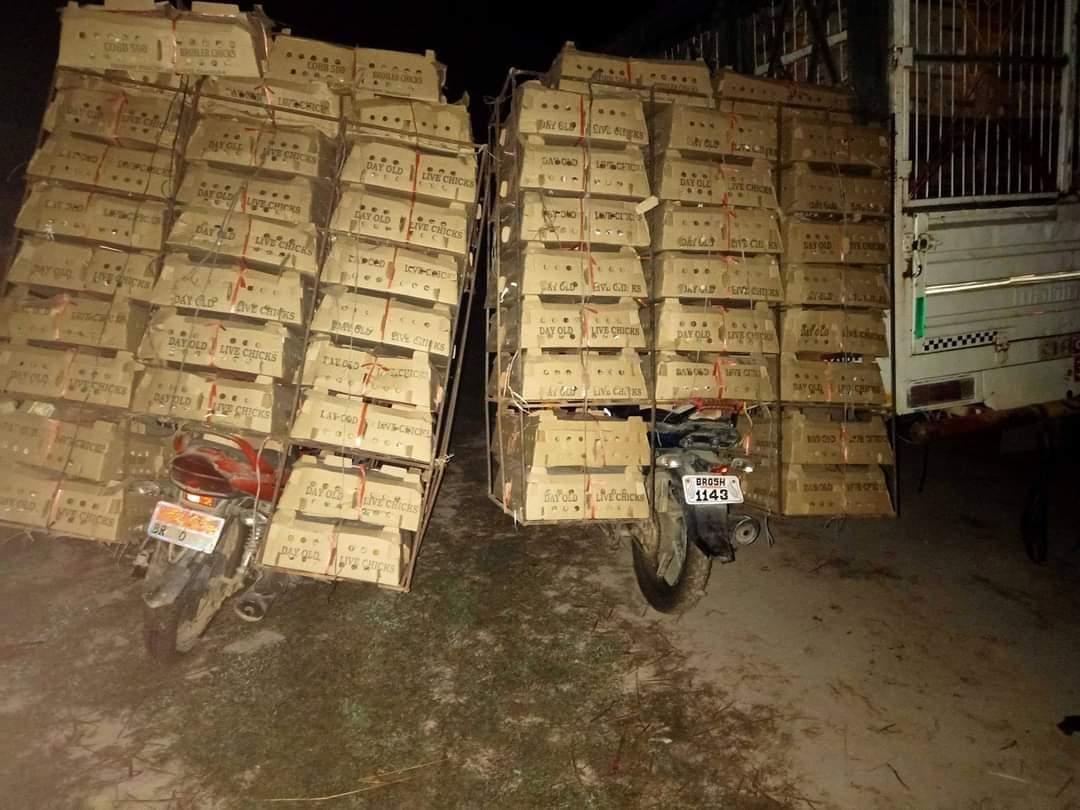 पर्सा प्रहरीले अवैध हजारौं चल्लासहित ट्रक र मोटरसाइकल पक्राउ