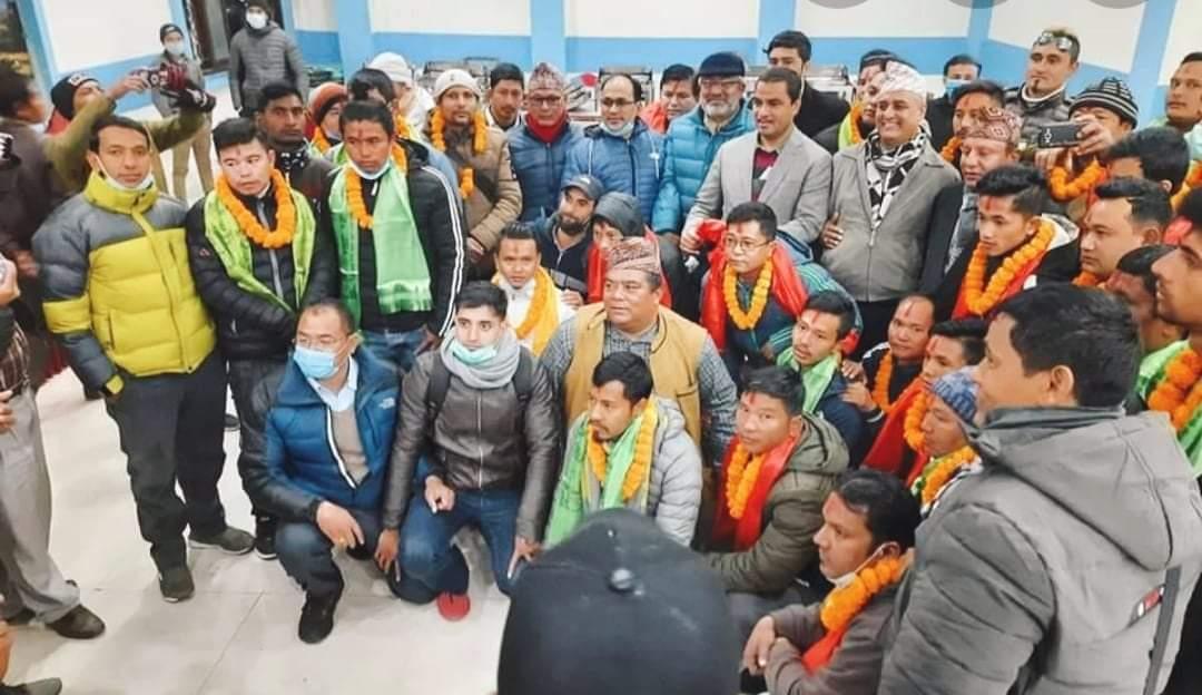 नेकपा परित्याग गरि ५१ जना कार्यकर्ता काँग्रेसमा प्रवेश