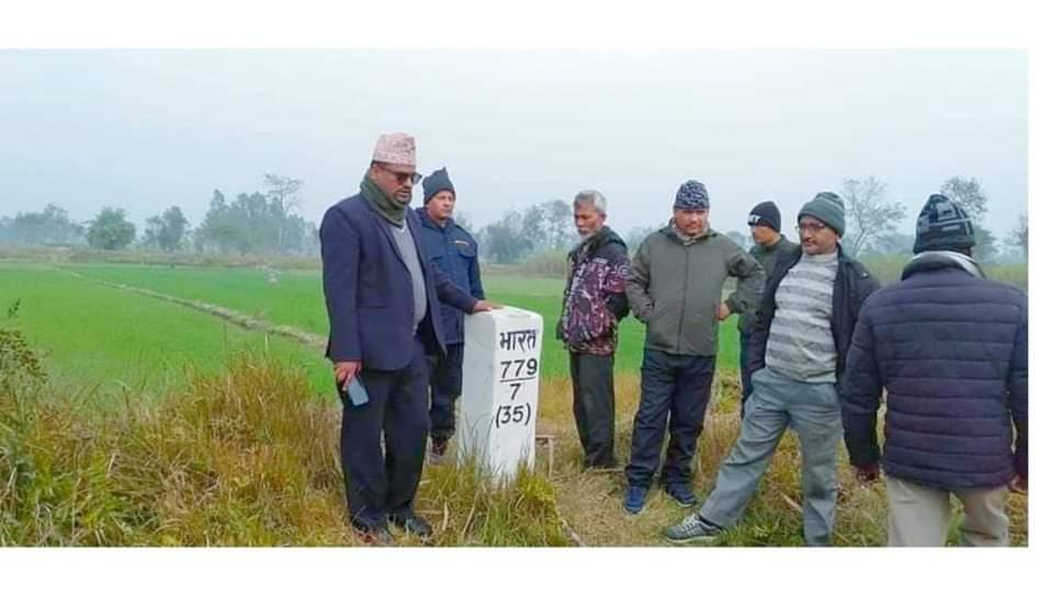 भारतीय सिमामा एसएसबीले उखु ढुवानी गर्न नदिँदा किसान मर्कामा