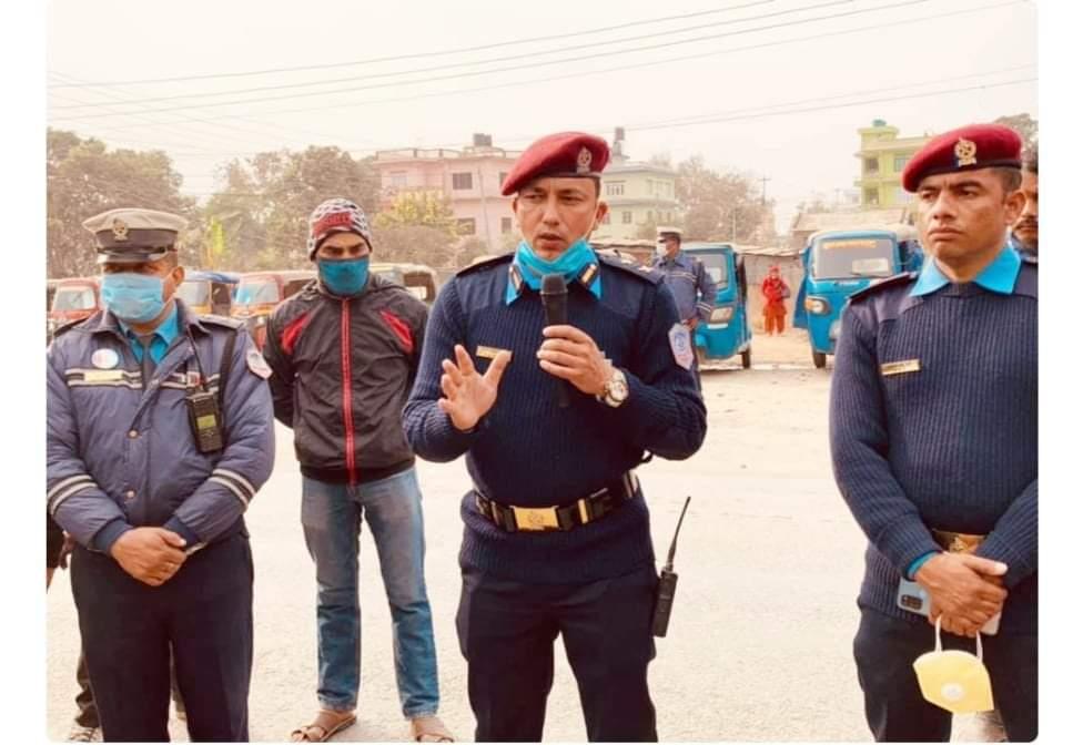 तुलसीपुरमा अटाे रिक्सामा कडा निगरानी कार्वाही गर्न DSP:सिंह सडकमा