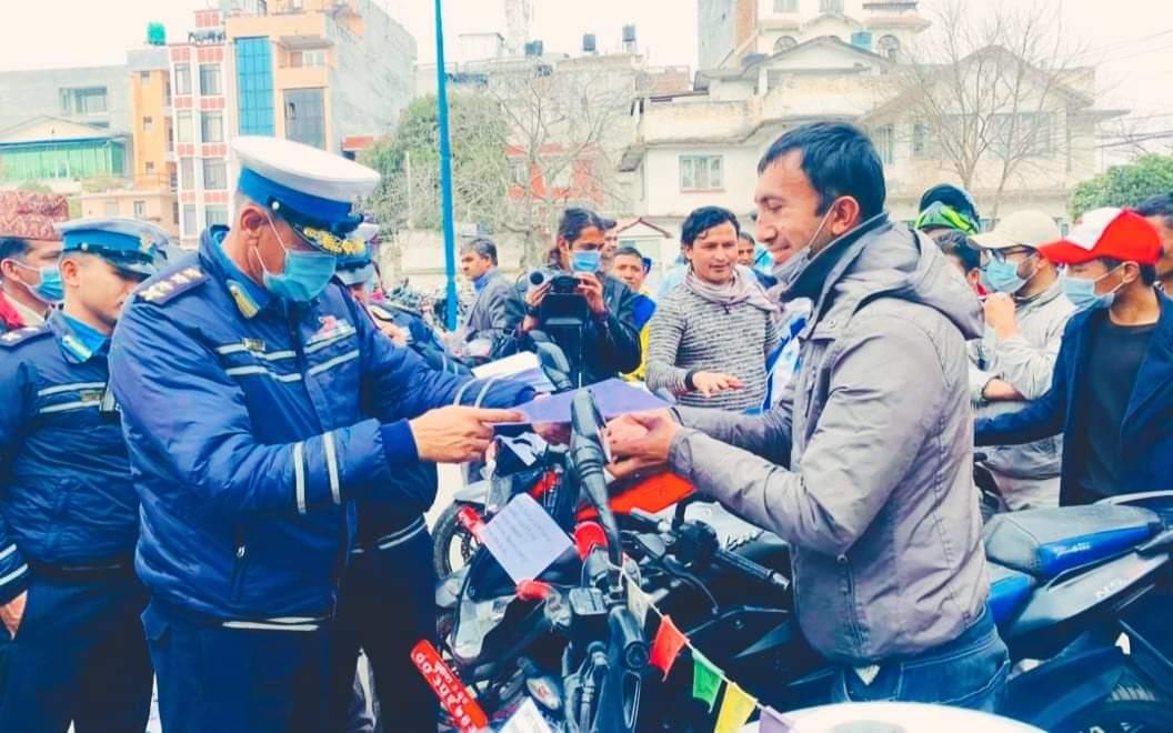 ट्राफिकले चोरी भएको २७ वटा मोटरसाइलक फेला पारी सम्बन्धितलाई बुझायो