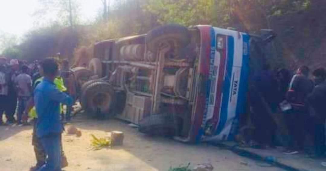 दाङमा बस दुर्घटना हुदा २१ जना यात्रुहरु घाईते