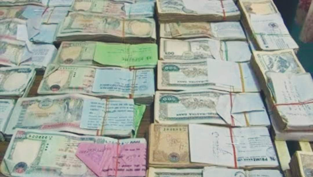 काठमाडौं प्रहरीले १८ लाख ७८ हजार रुपैयाँसहित ३ जना पक्राउ