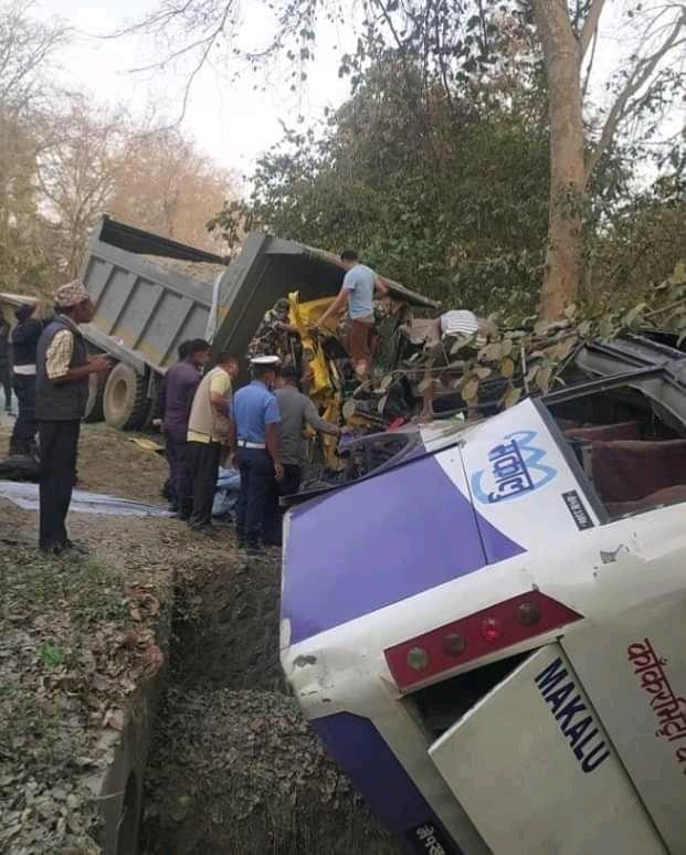 कोहलपुरमा बस र टिप्पर दुर्घटना हुँदा ५ जनाको मृत्यु