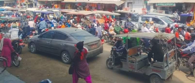 कैलालीको अबरुद्ध राजमार्ग सडक खुल्यो मृतकका आफन्तबीच सहमतिपछि