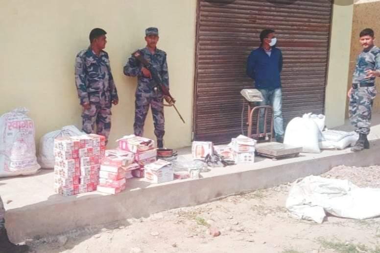 बर्दिया सशस्त्र प्रहरीले २० केजी जरायो मासुसहित अवैध सामाग्रीहरु पक्राउ