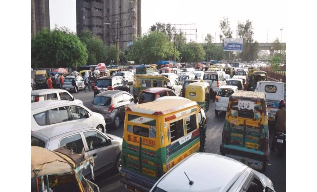 दिल्लीमा लकडाउन घर फर्कन थाले आप्रवासी कामदारहरु बिजोग