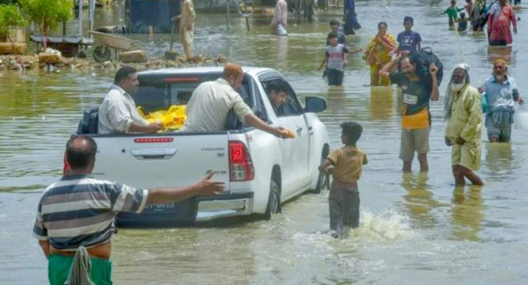 पाकिस्तानमा भारी वर्षासँगै हावाहुरीले १० जनाको मृत्यु