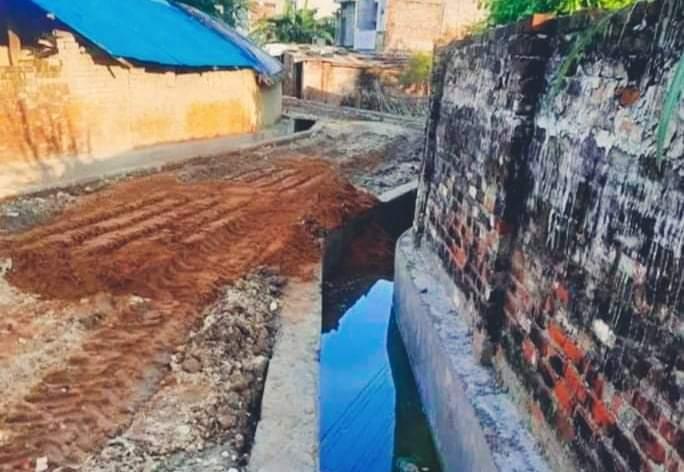 मापदण्ड विपरीत बाटो निर्माण घर घरमा पानी पुग्ने जोखिम