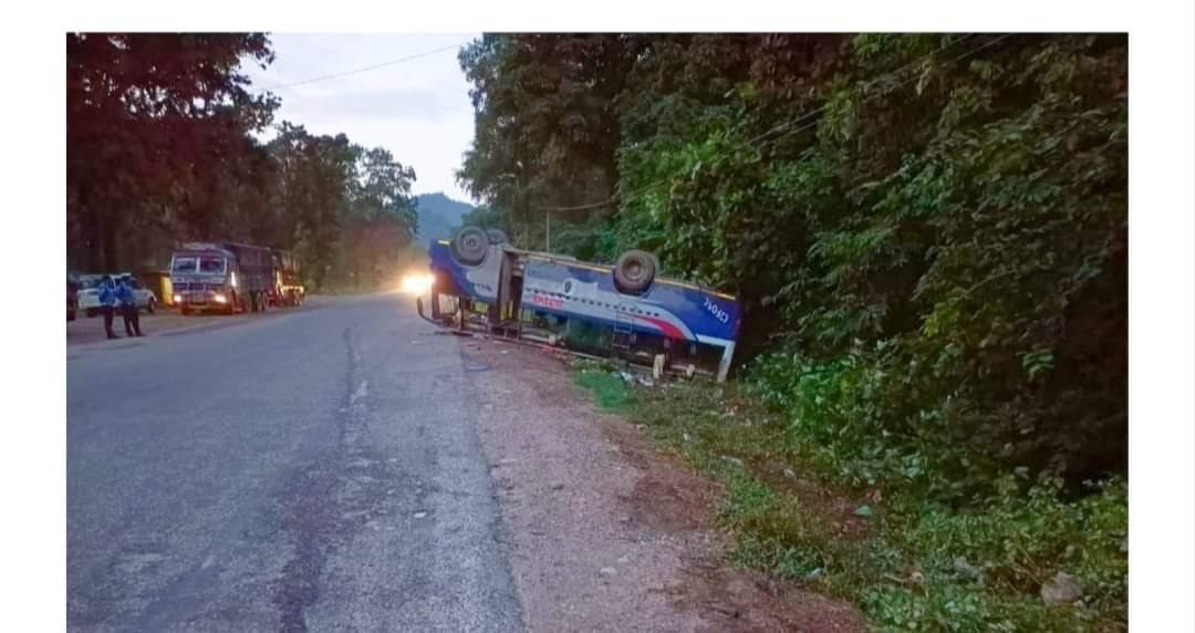 रुकुम बाट काठमाडौं जादै गरेको बस कपिलवस्तुमा दुर्घटना हुँदा  १८ जना यात्रुहरु घाइते