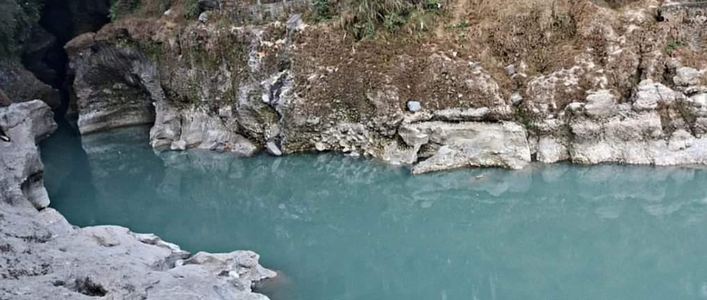 टिकटक बनाउने क्रममा सेती नदीमा खसेर एक युवती बेपत्ता